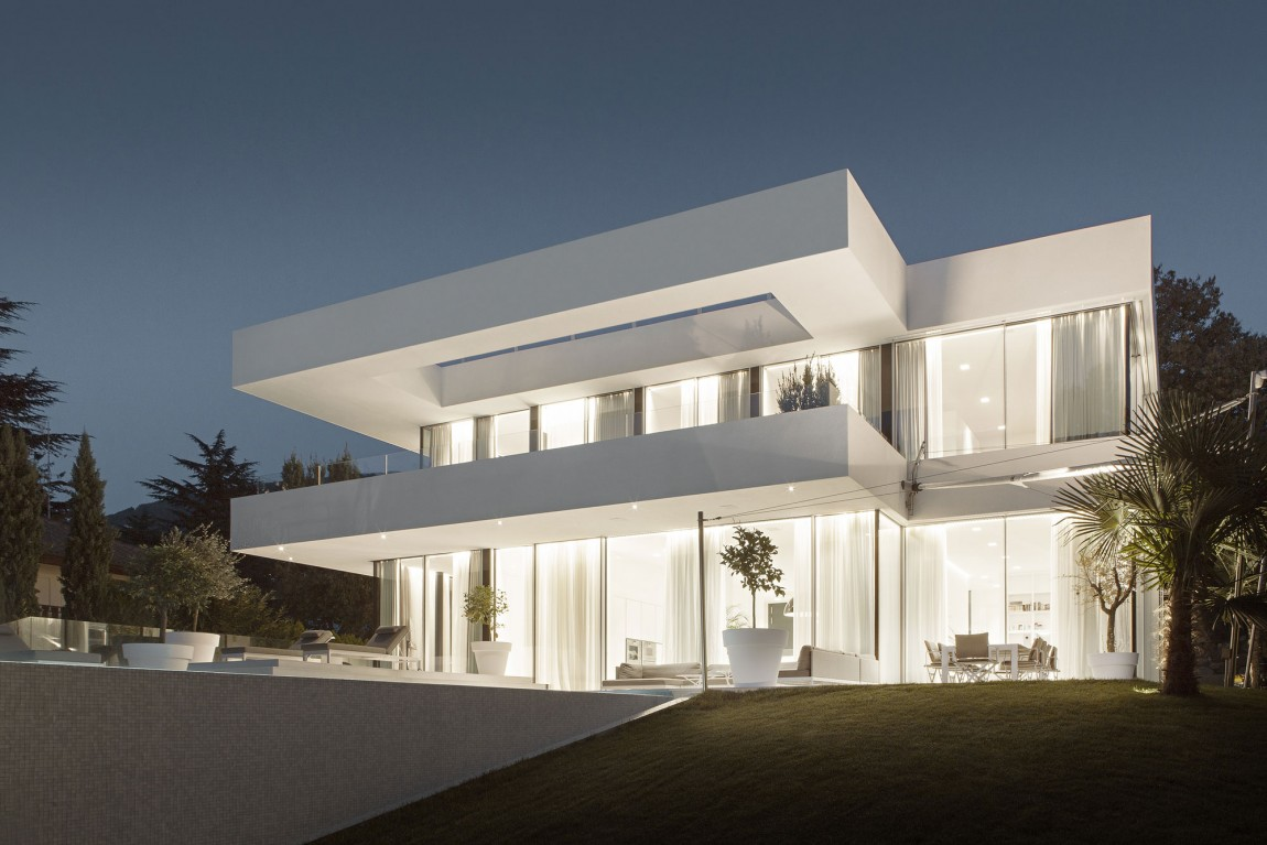World of Architecture: Dream Home Fell From Heaven? It Hit Italy.