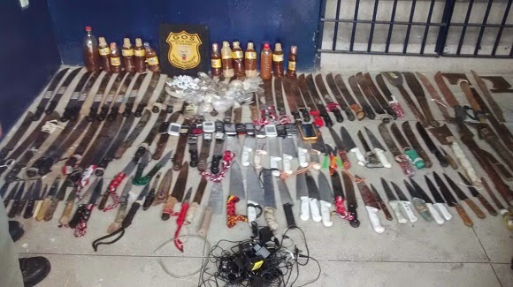Armario Oriental Verde ~ Notícias em primeira m u00e3o Polícia apreende armas, celulares e drogas dentro de presídio, no Recife