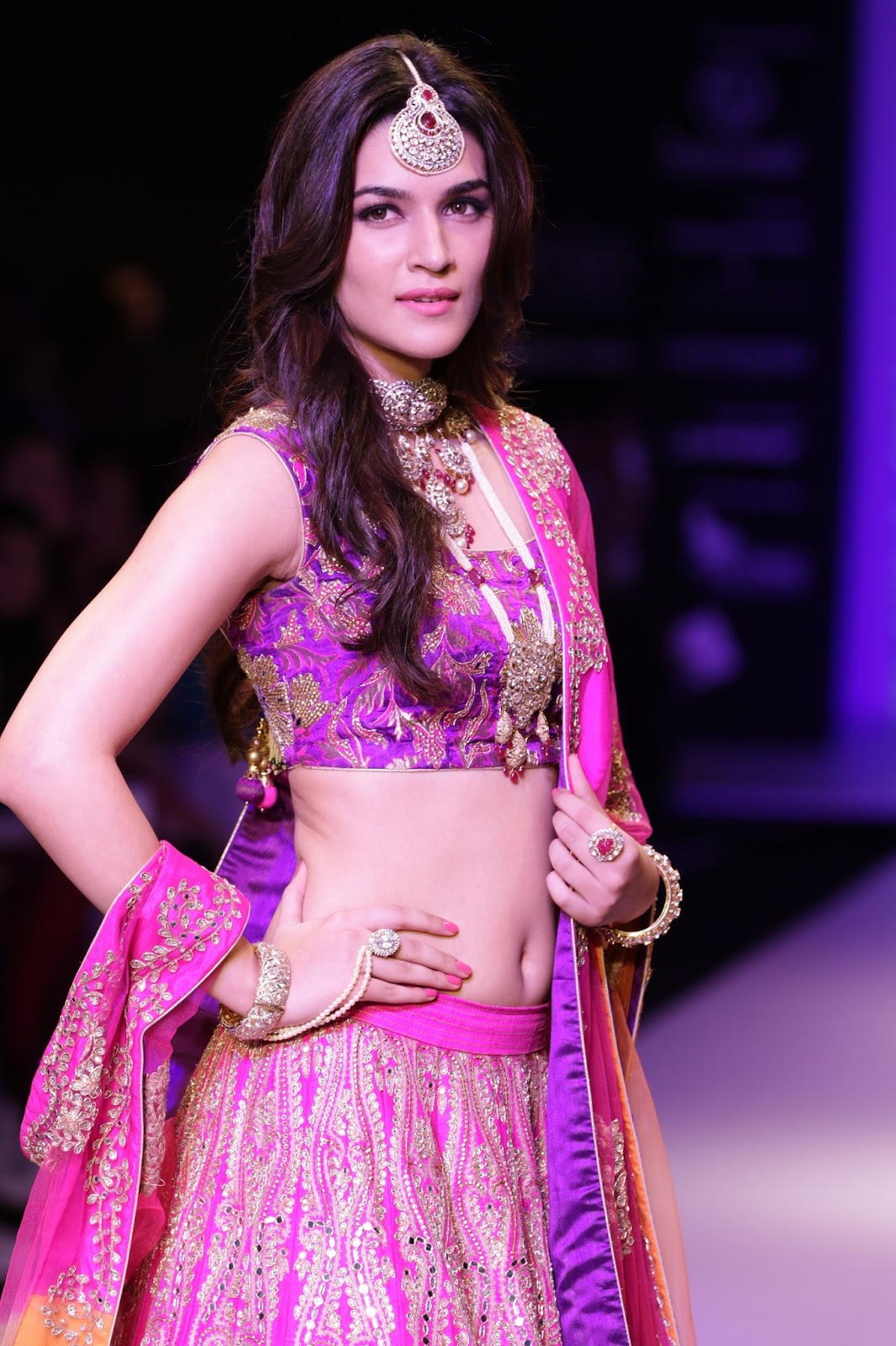 Kriti Sanon latest glamorous raml walk-HQ-Photo-18