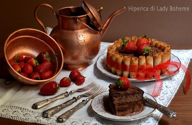 hiperica_lady_boheme_blog_di_cucina_ricette_gustose_facili_veloci_dolci_torta_charlotte_al_cioccolato_con_pan_di_spagna_2