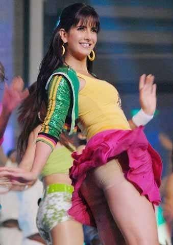 Katrina Kaif wardrobe malfunction, Katrina Kaif sexy legs, Katrina Kaif dance stills at award