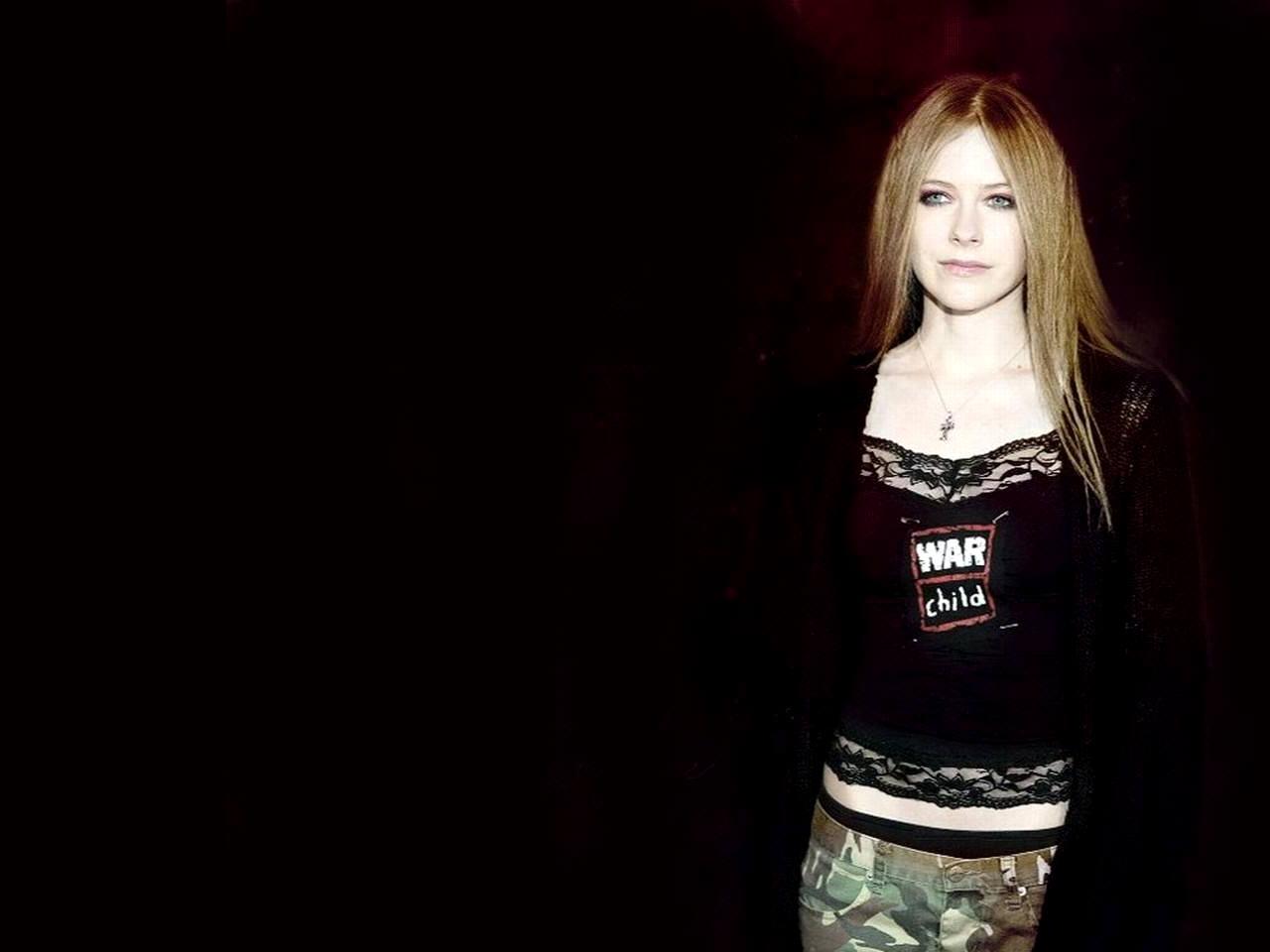 http://1.bp.blogspot.com/-7M_C9DMi4nI/TmGw7FvQIBI/AAAAAAAAAog/d1YJu4DSeIQ/s1600/Avril+Lavigne+Pictures+%252827%2529.jpg
