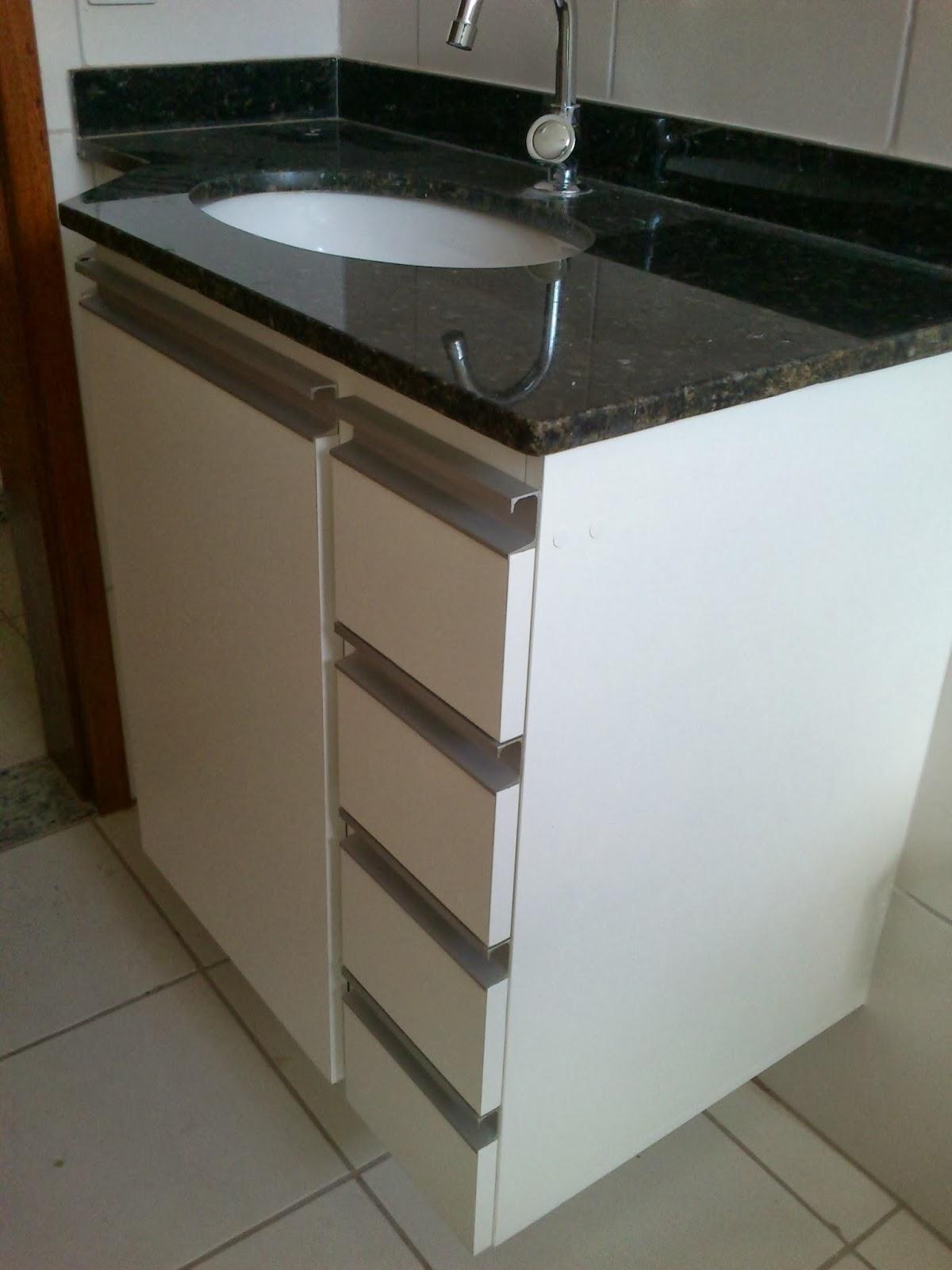 Armário para Banheiro (Padrão Branco) Portas em 18mm Puxadores  #5C4C38 1200x1600 Armario Banheiro Aluminio