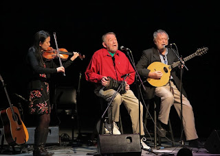 Dana Lyn, John Roberts and Mick Moloney perform. (Photo by Erin Baiano)