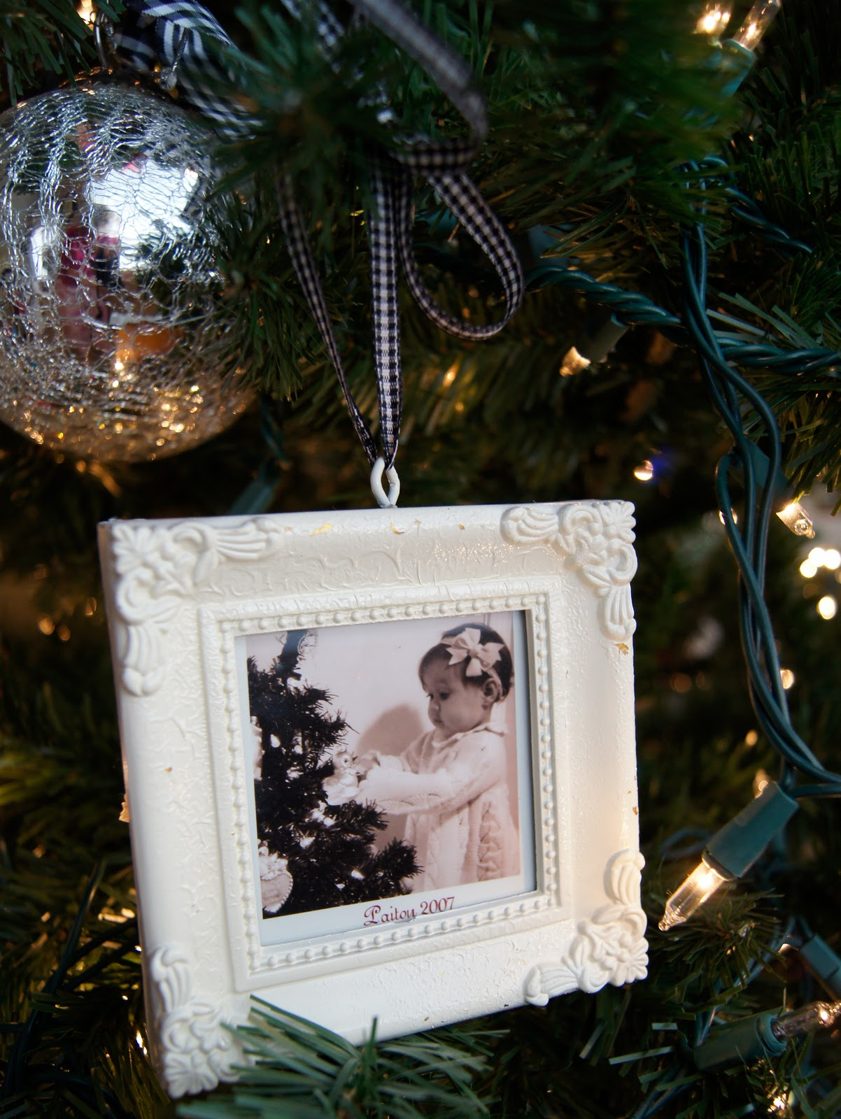 Christmas tree picture frame ornaments - I Loved The Frame Ornaments Every Year In The Pottery Barn Catalog So I Decided To Make My Own Version I Frame One Picture From Each Christmas To Hang On