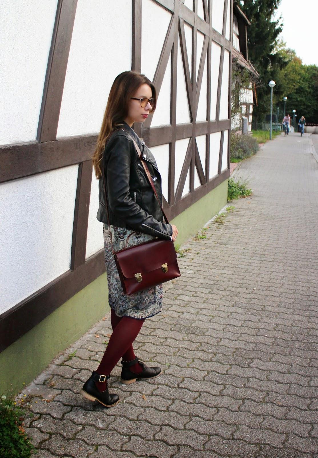портфель бордового цвета
