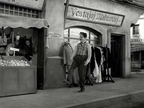 """Chaplin : """"La granda diktatoro"""". Li uzis Esperanton en tiu filmo."""