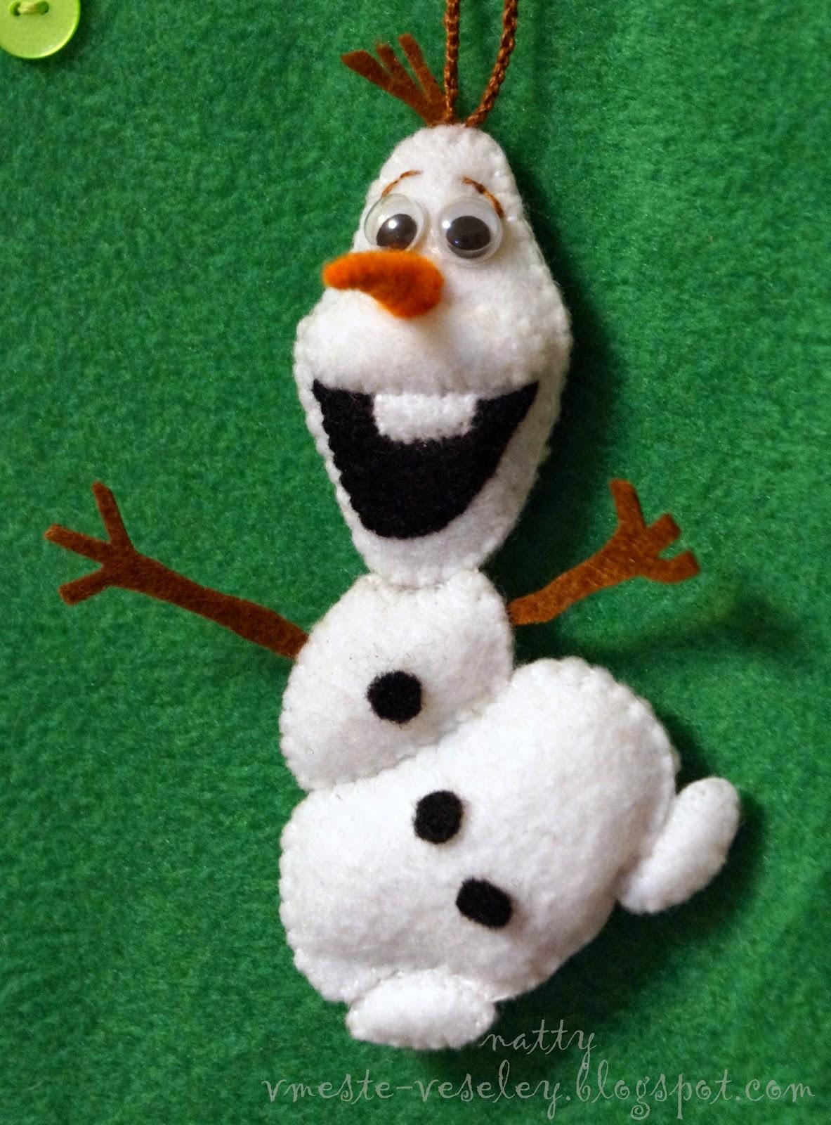 на бумаге рисуем шаблон улыбки для снеговика
