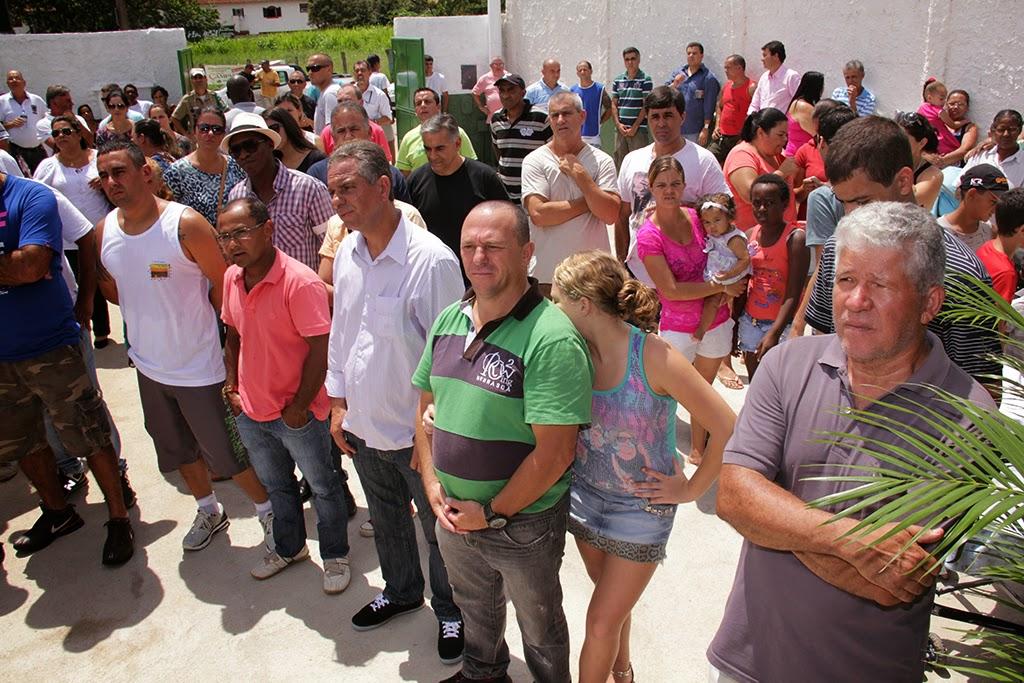 Moradores da região prestigiam a inauguração da creche