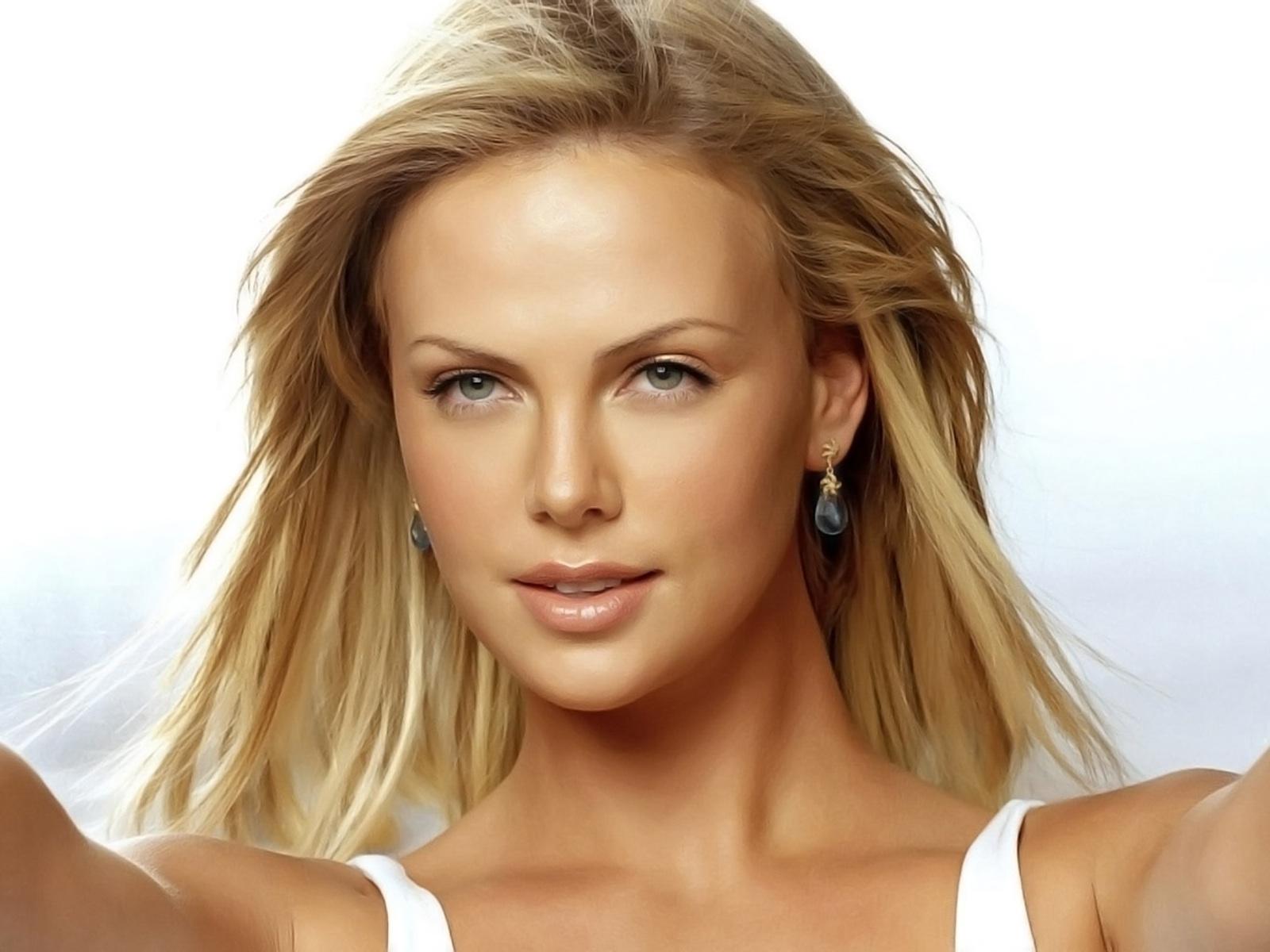 http://1.bp.blogspot.com/-7NaMUjGhVMo/TkZPXgLVGyI/AAAAAAAAA5A/XJYkRYRR_jU/s1600/Charlize+Theron+%25284%2529.jpg