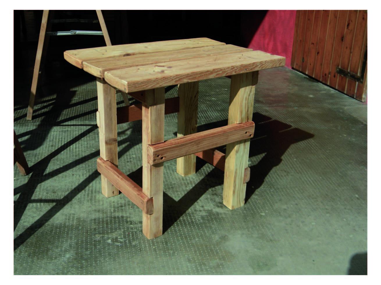 Sferruzz co diy costruire e verniciare uno sgabello in for Costruire uno scuro in legno