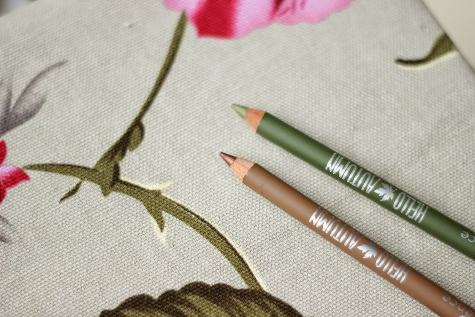 essence hello autumn eye pencils