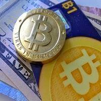 Nascida à margem das regras, Bitcoin cresce e busca regulamentação