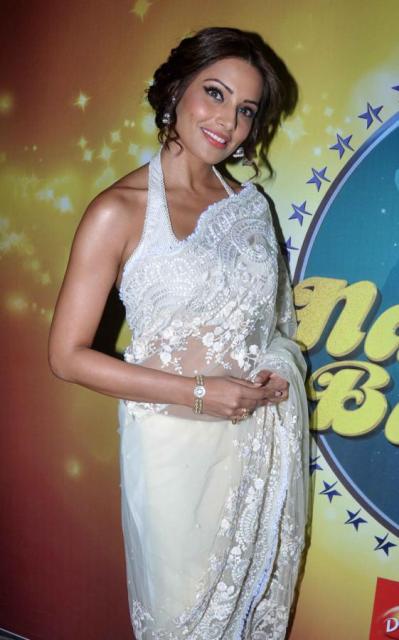 Bipasha Basu with Shilpa Shetty on Nach Baliye 5!