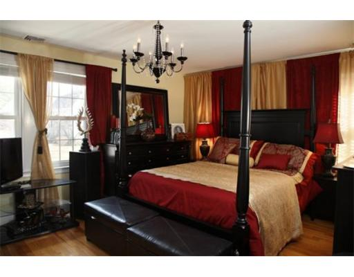 Felix feliz domestic discord for Red and gold bedroom designs