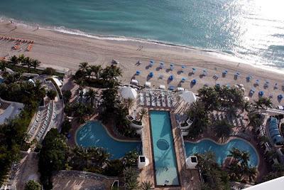 Die tolle Pool-Landschaft im Westin Diplomat Resort in Fort Lauderdale © Copyright Monika Fuchs, TravelWorldOnline
