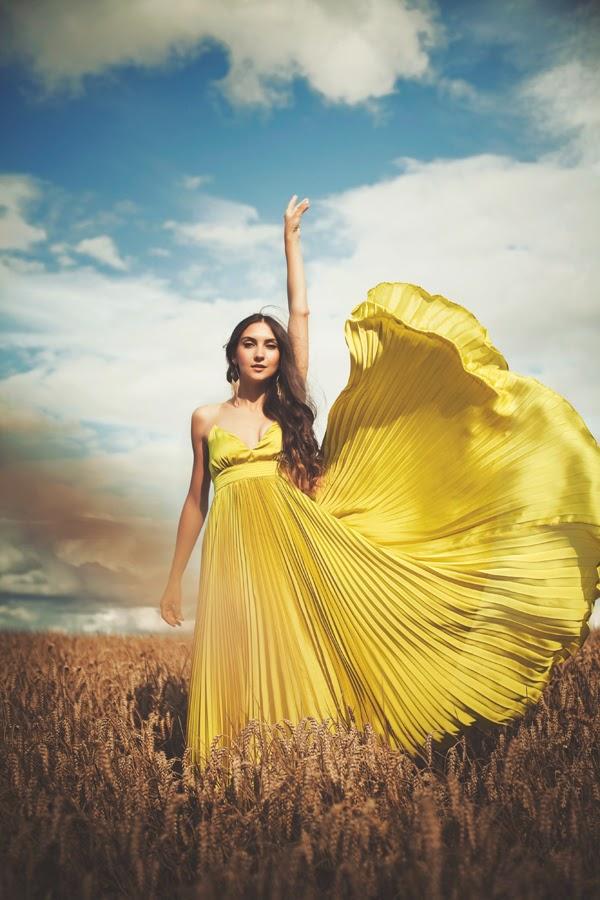 девушки и природа, ячменные поля, летящие платья
