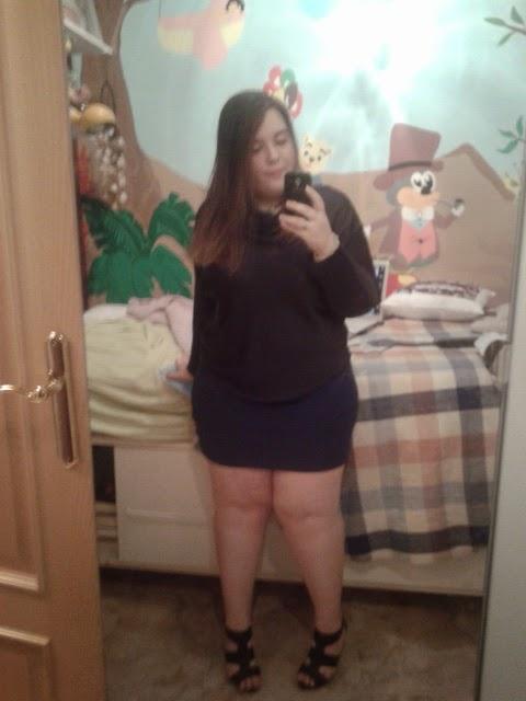 Chica gorda sexy en peluche azul