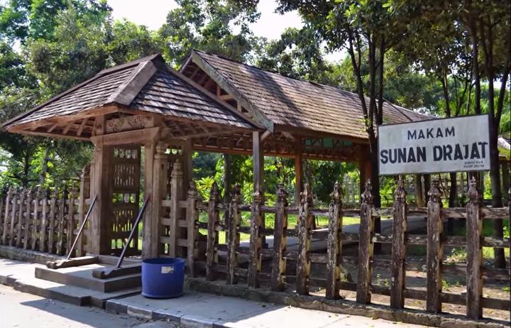 Makam Sunan Drajat Daftar Tempat Wisata Jawa Timur