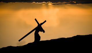 Resultado de imagem para carregar cruz de jesus