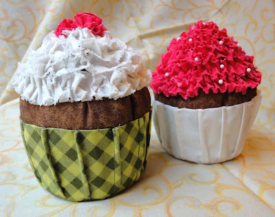 my finished cupcake pincushions