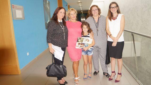 Entrega de diploma como Miembro de honor a Joaquina Cañadas