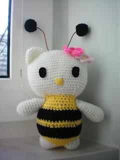 Hello Kitty пчелка