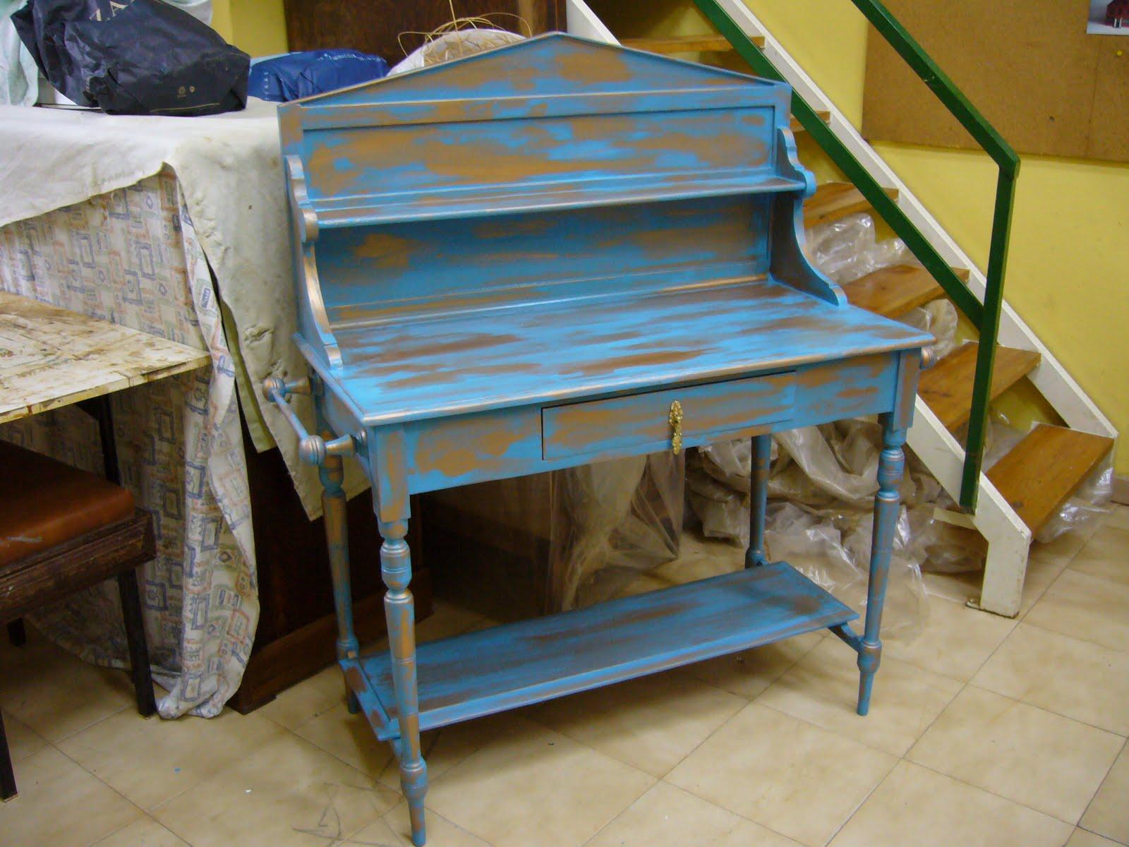 La restauradora muebles patinados dos azules for Reciclaje de muebles antiguos