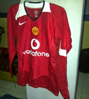 gambar jersey manchester united final curling dan 2004