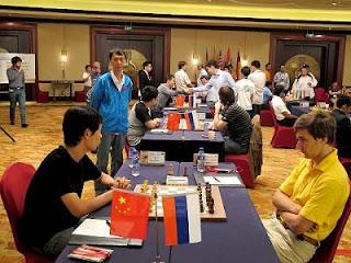 Echecs à Ningbo : le Chinois Wang Hao face au Russe Sergey Karjakin au Championnat du Monde par équipe © ChessBase