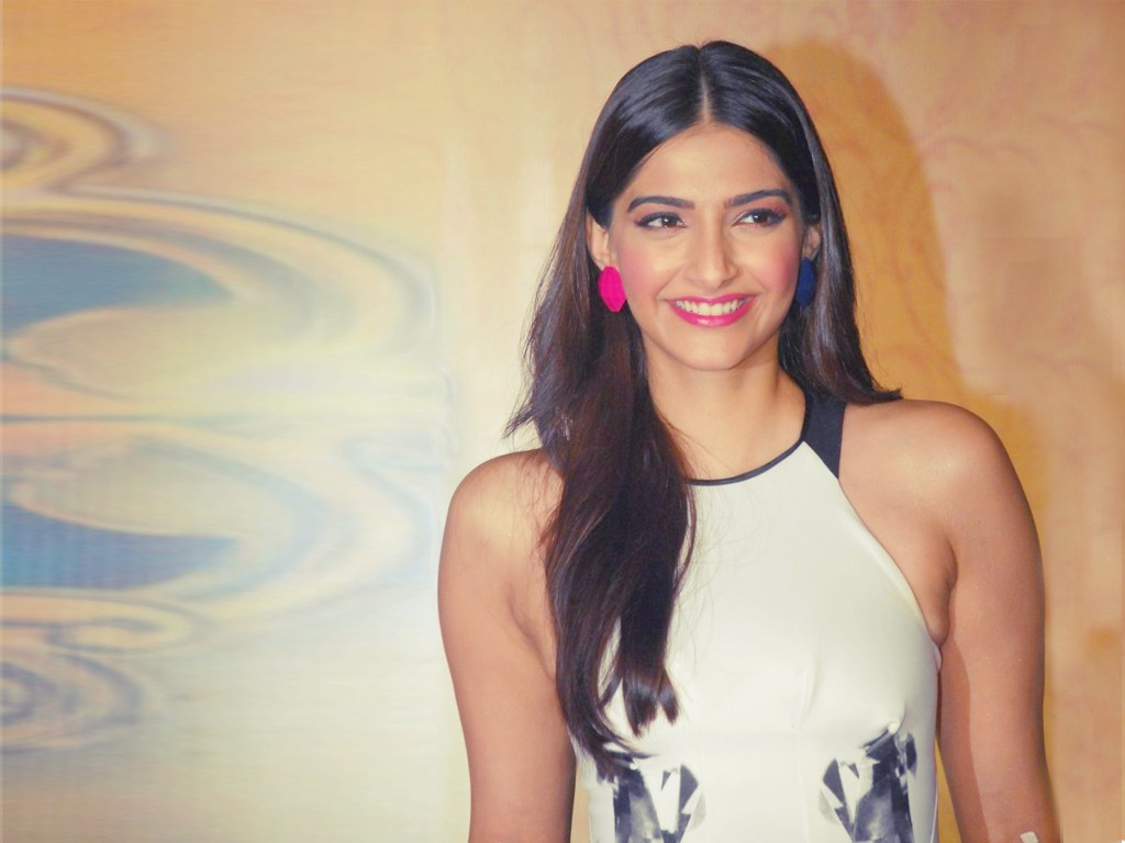 Hot sonam kapoor photos in hd
