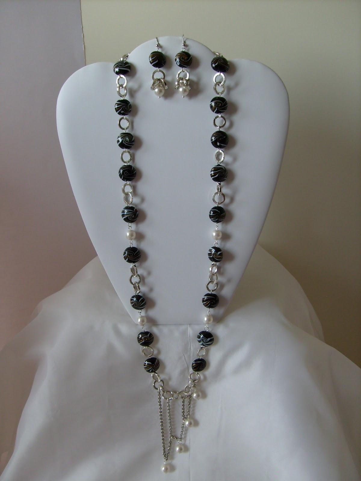 Un tocco di passione e creativita 39 collana ed orecchini for Piastrelle bianche con fughe nere