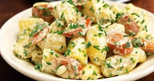 Салат итальянский с курицей и ананасами и маслинами