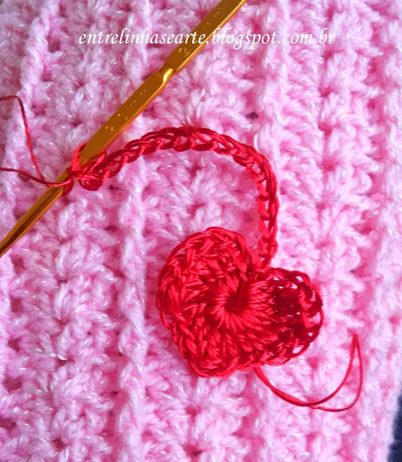 Fiquei em dúvida a respeito do coração que ela queria. fiz em lã para  costurar na polaina ec34b75f62c