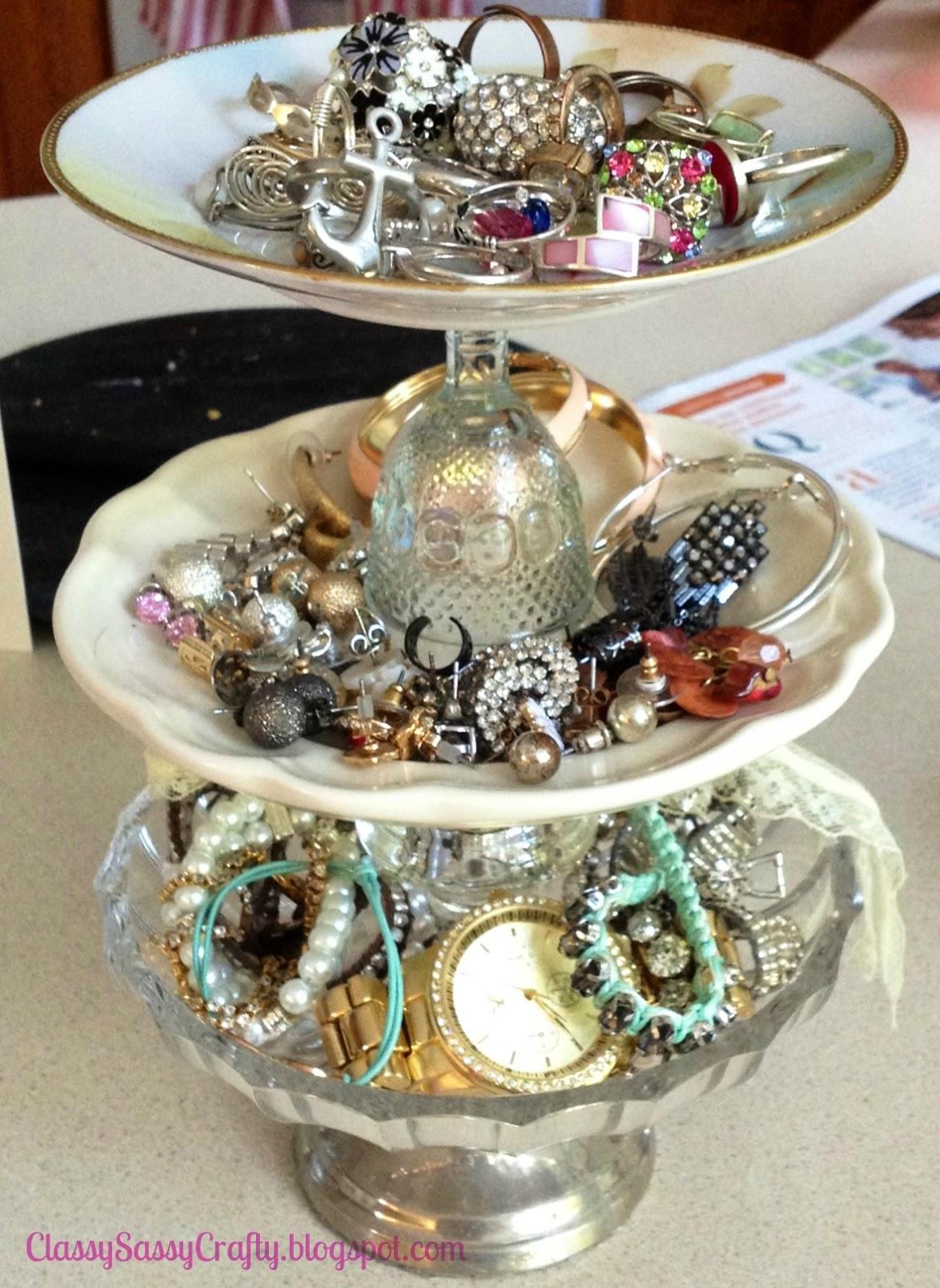 DIY Shabby Chic Jewelry Holder & A Splash of Sparkle: DIY Shabby Chic Jewelry Holder