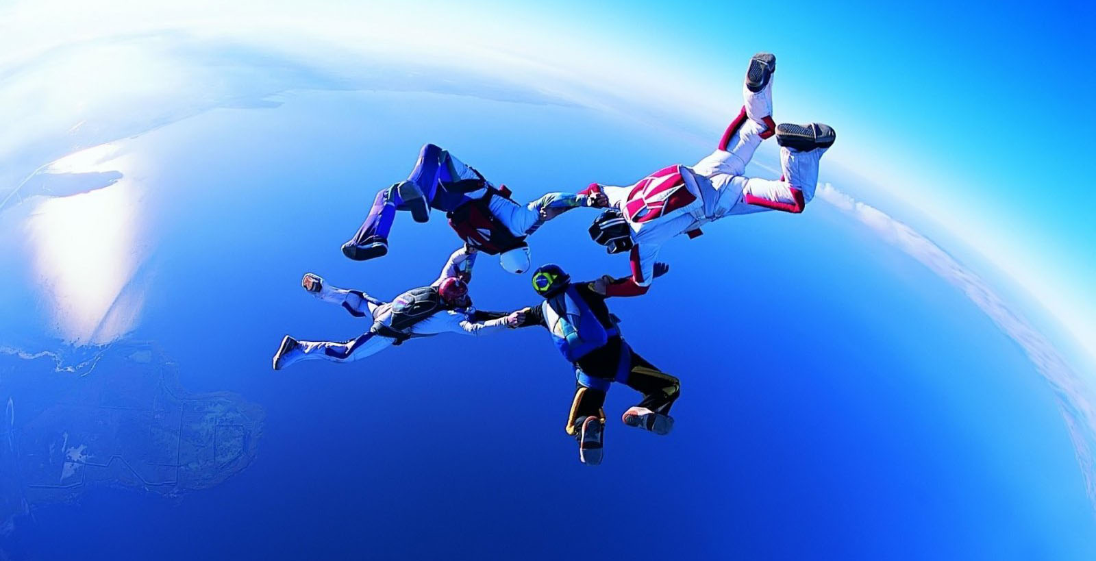 Hombres saltando al vacío