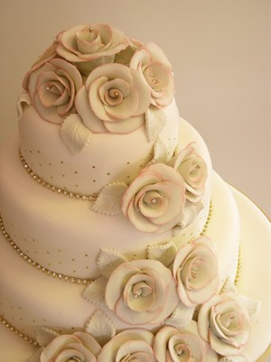 Cream Wedding Cakes Are Delicious And Tempting