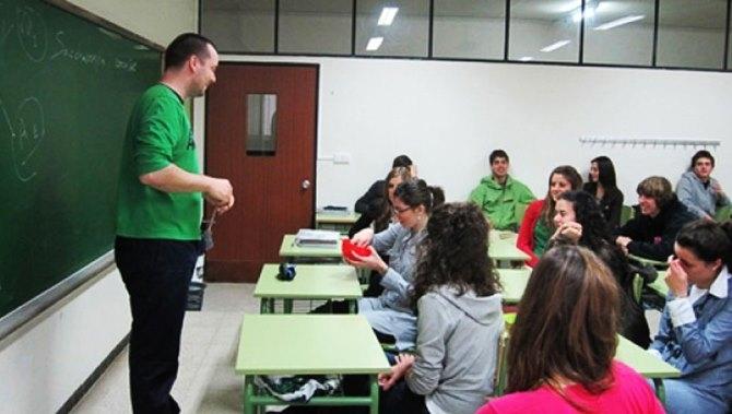Exige al PSOE que cumpla su promesa en Educación