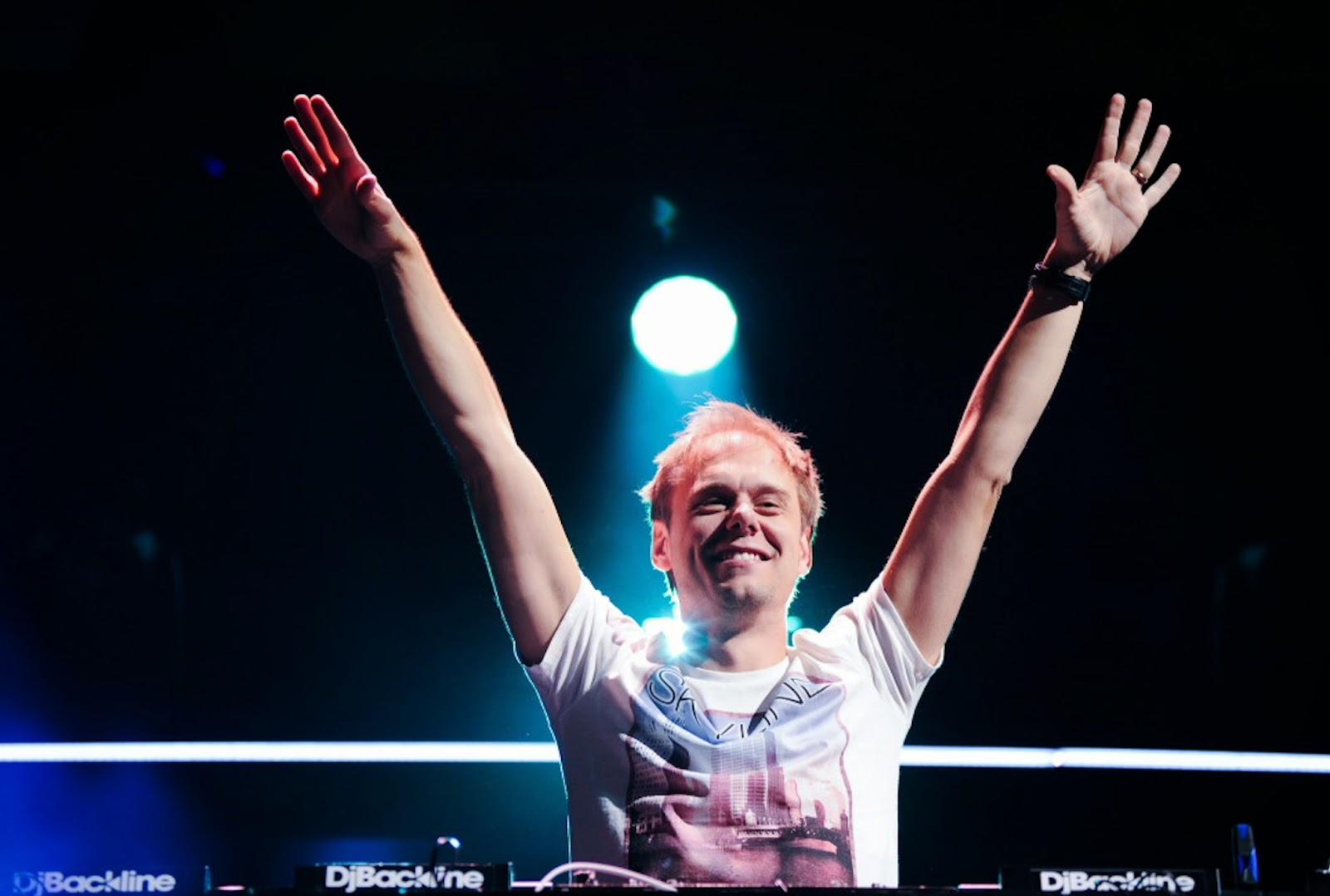 http://www.edmlounge.com/mixes/armin-van-buuren-eoyc-2013-end-of-year-countdown.html