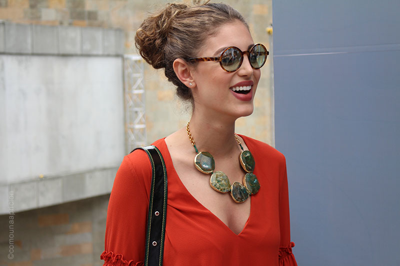 como-una-aparición-street-style-fashion-sunglasess-necklace-aceesories-summer-moda-en-la-calle-colombian-fashion-bloggers