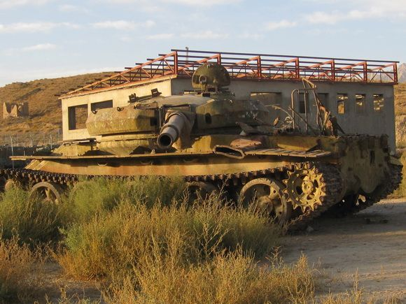 9 Kuburan Terunik di Dunia - Kuburan Tank Soviet, Afghanistan