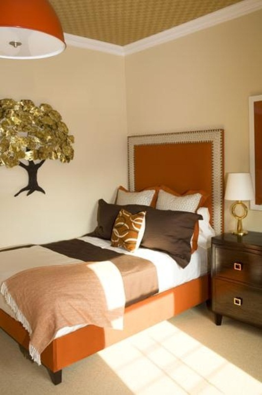 dekorasi kamar tidur dalam nuansa warna musim gugur