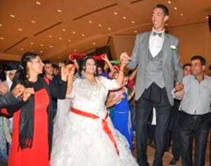 Pria tertinggi di dunia menikah