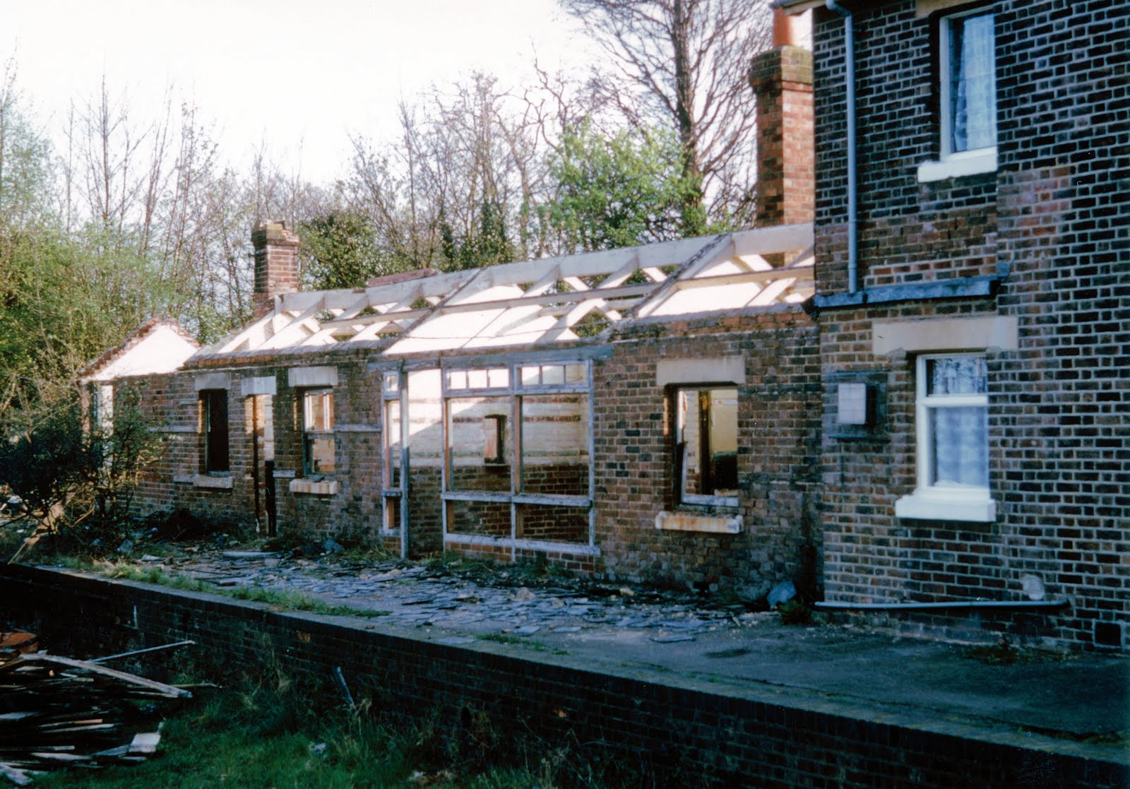 Demolishing Brockhurst booking office