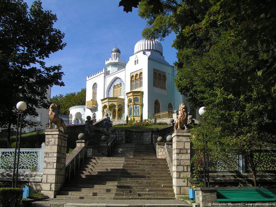 Дворец эмира Бухарского в курортном парке Железноводска