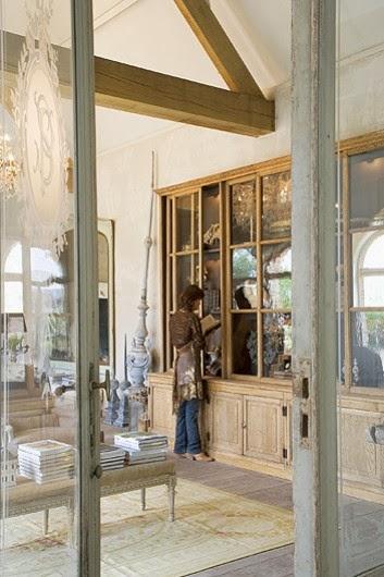 Fabric transformat n cas i showroom jurnal de design for Trans meubles 83