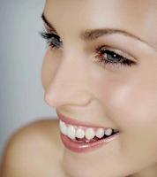 Cara Memutihkan Gigi Secara Tradisional