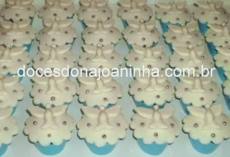 Mini cupcake decorado com Espírito Santo para Batizado