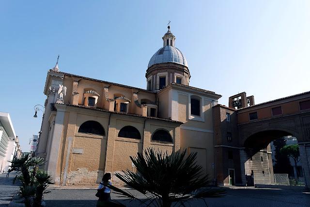 Rome, Voyage, Tridente,  Trinité-des-Monts, blog, paysage, Barcaccia, fontaine, Roma, piazza, place, palmier, piazza del popolo, vlog, roadtrip,
