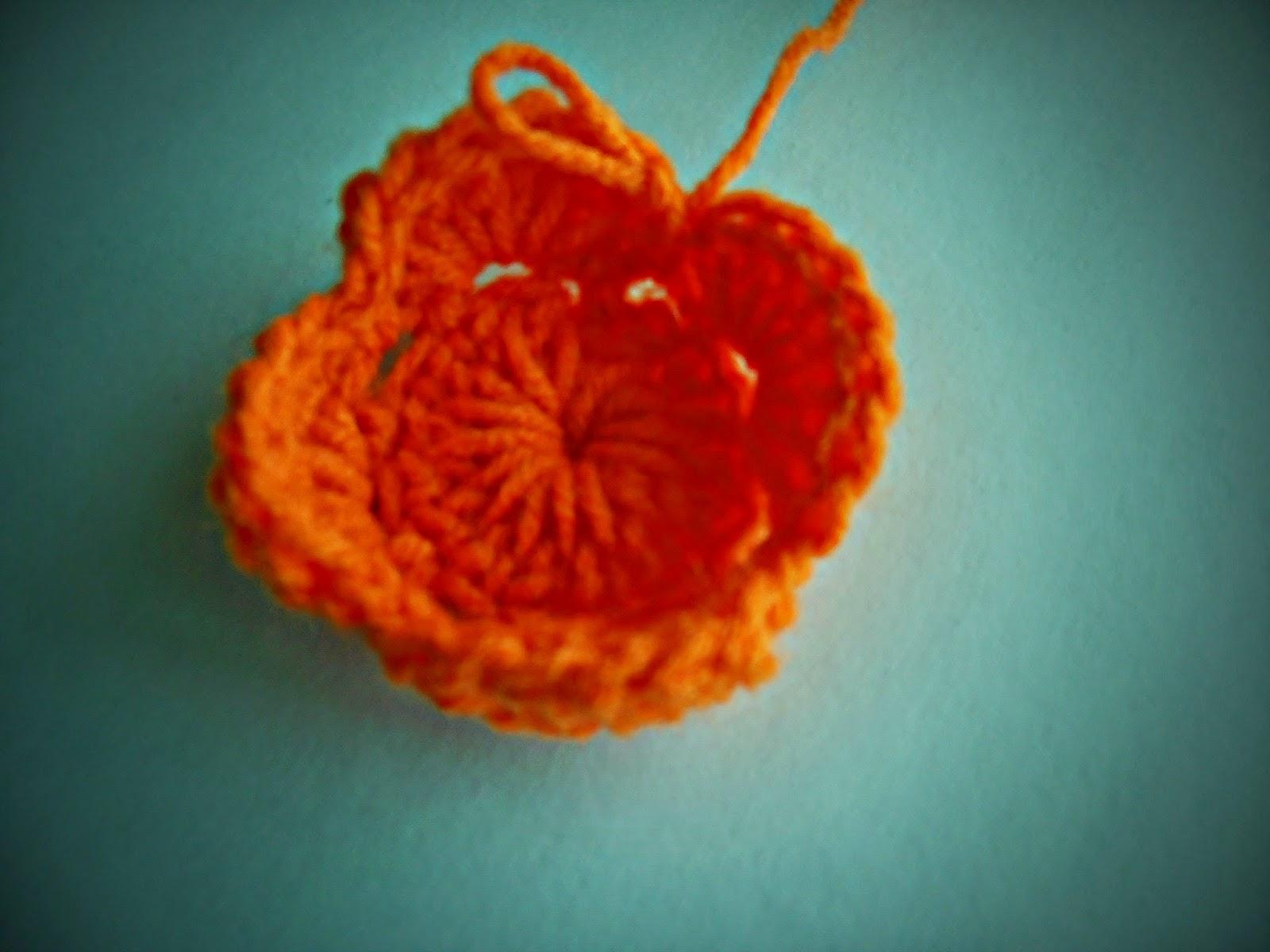 Dielas crochet cara mengait bunga ros pusingan ke dua 16 dan pusingan ke tiga 8 kemudian barulah dikait seperti di bawah ini ccuart Gallery